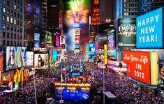 Times Square, está situada en la esquina de la Avenida Broadway y la Séptima Avenida. Times Square es  la zona comercial del centro de Manhattan.