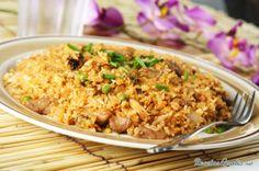 Aprende a preparar arroz chino con soja con esta rica y fácil receta.  Es muy importante cocinar el arroz un día antes y guardarlo en la nevera para que nos quede co...