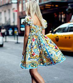 Les imprimés P/E 2016 des petites robes Dolce&Gabbana convoquent soleil et bonne humeur ! (photo TheFashionGuitar)