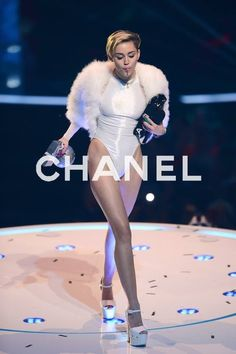 Find images and videos about legs, miley cyrus and miley on We Heart It - the app to get lost in what you love. Miley Cyrus Style, Miley Cyrus Outfit, Miley Cyrus 2013, Miley Cyrus Pictures, Hannah Montana, Hollywood Celebrities, Female Singers, Sexy Legs, Sexy Outfits
