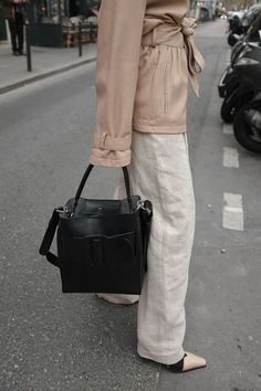 Desi is wearing a Massimo Dutti workwear jacket, H&M wide linen pants, Céline Madame boots, Boyy Karl bag, All Blues eggshell earrings in Paris