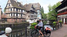Juli-e-cycle devant la petite Venise de Strasbourg pour Velafrica. #velo #bicyclette #veloelectrique #ebike #vae #tourdefrance #cyclingtour #cyclotourisme #RestartCycleTourism #strasbourg #cathedrale #capitalevelo #voieverte #cyclingtour #juli_e_cycle #velafrica