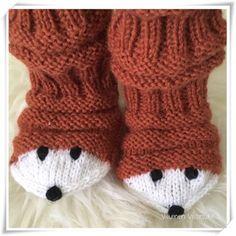Viluinen Villasukka: Kettumaiset junasukat Crochet Socks, Knitted Slippers, Knit Mittens, Love Crochet, Diy Crochet, Knitting Socks, Hand Knitting, Knitting For Kids, Baby Knitting Patterns