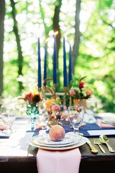 Peach themed dinner: http://www.stylemepretty.com/living/2014/10/16/twilight-peach-al-fresco-dinner/ | Photography: Alexandra Whitney - http://alexandrawhitney.com/