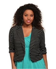 HIGH-CONTRAST PLUS SIZE JACKETS FOR SPRING