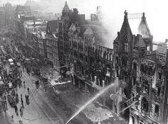 1963 De brand die in de nacht van 16 februari het majestueuze pand van C&A aan het Damrak geheel verwoest, is de grootste brand die Amsterdam sinds de oorlog treft. https://www.youtube.com/watch?v=3uiXcbgzryU