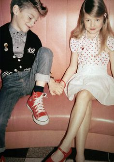 Vogue enfant - how cute are these kids? Fashion Kids, Look Fashion, High Fashion, Retro Fashion, Fashion Vintage, Book Infantil, Mode Chic, Inspiration Mode, Young Love