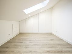 Sótão da Família Maia #loftrenovation #loft #architecture #bedroom #upcycled #storage #homedecor #furniture #interiors #interiordesign #homeinspiration #details #homesweethome #homestoriespt #umaobraumahistória