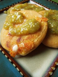 Pupusas de Queso (Cheese-Stuffed Corn Masa Cakes) - Hispanic Kitchen - This smaller version of pupusas are prepared with masa harina, most often stuffed with cheese, but can be stuffed with … Continue reading → Authentic Mexican Recipes, Mexican Food Recipes, Drink Recipes, Dinner Recipes, Latin American Food, Latin Food, Pozole, Tamales, Empanadas