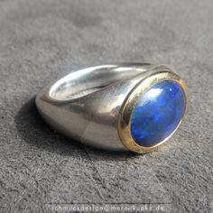 Schwarzopal Ring royal saphirblau 900 Goldfassung