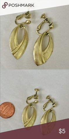 Vintage gold dangle earrings clip on Great condition Vintage Jewelry Earrings