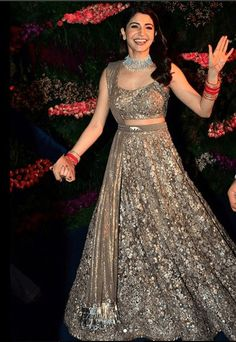 27 Latest Engagement Dresses for Women in India Indian Engagement Outfit, Engagement Dress For Bride, Engagement Gowns, Indian Reception Outfit, Bride Reception Dresses, Bridal Dresses, Lehenga Reception, Designer Bridal Lehenga, Bridal Lehenga Choli