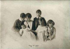 Margaret and her children 1917