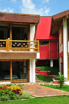 Types of Fences – Fence Ideas Diy Fence, Backyard Fences, Types Of Fences, Bamboo Architecture, Bamboo Fence, Sustainable Development, Hostel, Future House, Sustainability