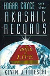 Edgar Cayce on the Akashic Records: The Book of Life, a book by Kevin J. Great Books To Read, Good Books, Book Of Life, The Book, Book Bar, Enlightenment Books, Edgar Cayce, Akashic Records, Past Life