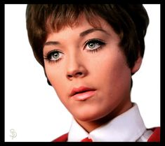 Linda Thorson as Tara King in spy show The Avengers Spy Shows, The Original Avengers, Tara King, Avengers Girl, Avengers Images, Expressions Photography, Emma Peel, Canadian Actresses, Girls