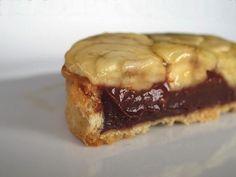 パリ6区のショコラティエ Christian Constant のソニアリキエル、というケーキ。チョコレートタルトの上に薄切りバナナが載って、濃厚なお味は後を引く。足げに通うデザイナー、ソニアリキエル女史のために作られたお菓子。