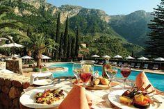 La Residencia, Deia  Poepsjiek, sterren restaurant, brasserie lekker lunchen. Deia is een schilderachtig bergdorp aan de kust. rich en famous komen hier.