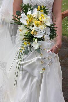 Flower Design Events: The Sunshine Yellow Wedding Day of Farrah Booth & David Harrop at St Thomas Church & The Atrium at The Dalmeny