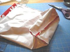 Wood Pond Designs: Free Sewing Pattern and Instructions DIY Waterproof Wet Bag for swim suits Bag Pattern Free, Bag Patterns To Sew, Sewing Patterns Free, Free Sewing, Drawstring Bag Diy, Drawstring Bag Pattern, Feminine Pads, Diy Fashion No Sew, Pond Design