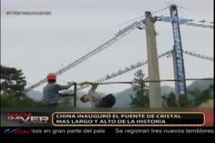 China inaugura el Puente de cristal más largo y alto de la historia
