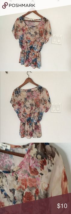 Sheer cinched waist blouse Forever 21 sheer floral tight waist top Forever 21 Tops Blouses