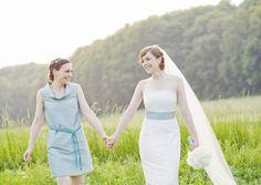 kurzes, schlichtes brautjungfernkleid mit kleinem kragen, passend zum brautkleid, alle farben sind möglich (Foto: Hanna Witte) (http://www.noni-mode.de)