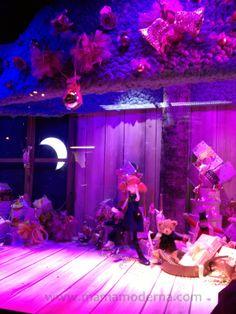"""Escaparates navideños 2013 de """"Galeries Lafayette"""" La muñeca de la historia me encanta."""