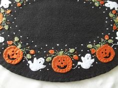 Primitive Ghosts and Pumpkins Table Runner w/FS 12x15