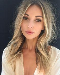 Beauty Makeup Tips, Beauty Hacks, Eyeshadow Step By Step, Messy Waves, Mane Attraction, Blonde Women, Beach Hair, Beauty Room, Beach Waves