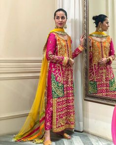 Such a stunning colour combination 😍 Casual Indian Fashion, Pakistani Fashion Party Wear, Pakistani Wedding Outfits, Bridal Outfits, Shadi Dresses, Pakistani Formal Dresses, Pakistani Dress Design, Pakistani Mehndi Dress, Dulhan Dress