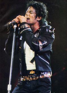 Michael Jackson~ Entertainer dancer singer, The best! Mike Jackson, Paris Jackson, Jackson Family, Michael Jackson Dangerous, Michael Jackson Bad Tour, Michael Jackson Fotos, Michael Jackson Wallpaper, Lisa Marie Presley, Indiana