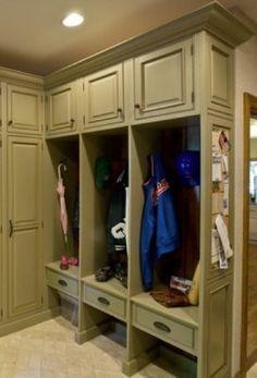 love this mud room...organized!!!