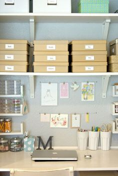 Pocket : Workspace of the Week: Calm and useful home office Ideas Para Organizar, Home Office Space, Office Spaces, Desk Space, Desk Nook, Shelf Desk, Space Crafts, Craft Space, Office Organization