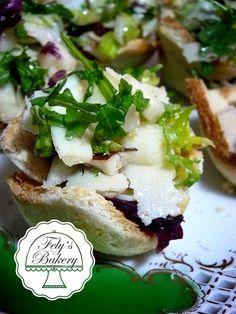 Cestini di pan carrè con insalata di grana e pere