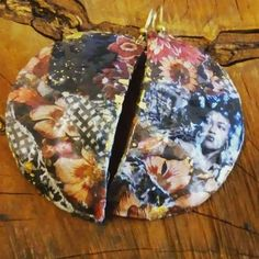 Orecchini in cartapesta e collàge di carta.fatti a mano.monachella in argento 925. Pot Holders, Collage, Jewels, Hot Pads, Jewelery, Potholders, Gem, Collage Art, Jewlery