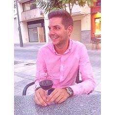 Vino y viernes.  http://www.josemanuelprieto.es