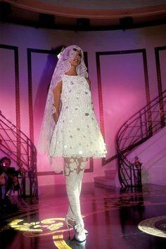 Versace HC F/W 1993 Model: Linda Evangelista
