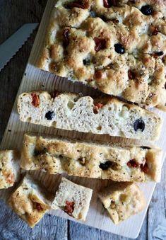 Eltefri focaccia med italienske smaker Scampi, Sugar And Spice, Bread Recipes, Spices, Baking, Caramel, Spice, Bakken, Backen