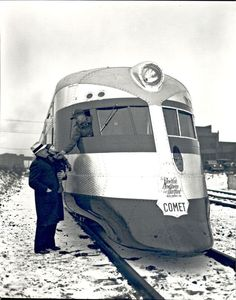 The Comet, built for the New York, New Haven and Hartford Railroad by the Goodyear-Zeppelin Company in The only example was scrapped in Diesel Locomotive, Steam Locomotive, Old Trains, Vintage Trains, Bonde, Rail Car, Light Rail, Steam Engine, Train Tracks