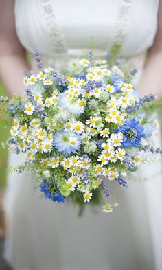 Bouquet a mazzolino con camomilla  Ph Source Images  #bouquet #wedding #bride