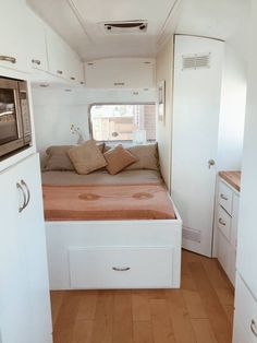 caravan renovation ideas 473300242082798108 - Desert Airstream – Campers/RVs for Rent in Joshua Tree, California, United States Source by debisonfire Airstream Bambi, Airstream Campers, Airstream Remodel, Airstream Interior, Remodeled Campers, Trailer Remodel, Vintage Airstream, Vintage Motorhome, Camper Trailers