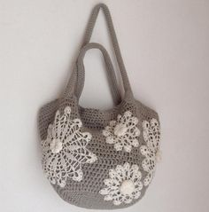Crochet bag pattern tote bag with doilies by Chicandsimplicity Crochet Tote, Bead Crochet, Diy Bags Patterns, Crochet Patterns, How To Make Purses, Craft Bags, Handmade Handbags, Knitted Bags, Doilies