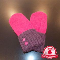 Manopla supercalentita en fucsia, adornada con puño en morado con dos borones en fucsia #guantes #fashion #retro  #lazo #almacoqueta #leonesp #invierno #manopla #rosa #fucsia #botones