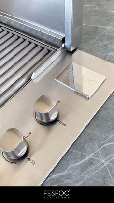 This stainless steel barbeque will enable you to cook as the best chef, grilling meat or fish that will undoubtedly be on another level. Get the most out of food, cooking in this wonderfull modern barbecue design that has been created from several gas bbq área ideas. The gas backyard bbq design will perfectly match your outdoor grill area thanks to its minimalist and simple design. With this impressive design gas bbq, you will enjoy an unprecedented cooking experience. #gasbbq #stainlesssteelbbq Outdoor Kitchen Grill, Outdoor Grill Area, Bbq Area, Barbecue Design, Grill Design, Best Gas Bbq, Stainless Steel Bbq, Best Chef, Backyard Bbq