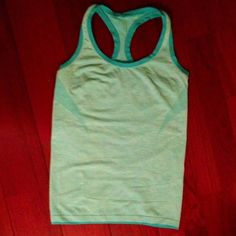VICTORIA'S SECRET SPORT ATHLETIC TOP NWOT in perfect condition Victoria's Secret Tops Tank Tops