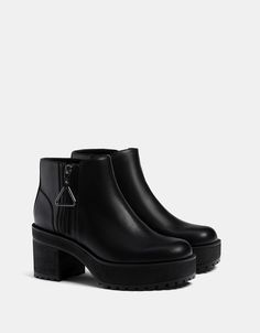 Mid heel platform ankle boots with zip pull detail - Shoes - Bershka United States Sneaker Boots, Shoes Sneakers, Platform Ankle Boots, Black Ankle Boots, Sock Shoes, Shoe Boots, Mode Kylie Jenner, Shoe Recipe, Magic Shoes