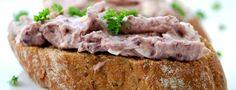 Fazolová pomazánka     300g červených uvařených fazolí (pokud hledáte rychlé řešení a nechcete je vařit, tak červené fazole v konzervě ve slaném nálevu)     2-3 vejce uvařená na tvrdo     1 cibuli     70 ml rostlinného oleje (olivový extra virgine nebo řepkový     Sůl     Pepř     Zelenou petrželku Cooking Recipes, Healthy Recipes, What To Cook, Party Snacks, Banana Bread, Food To Make, Buffet, Food And Drink, Appetizers