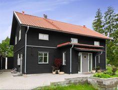 Billedresultat for svart hus Black Exterior, Trendy Home, White Trim, Black House, Outdoor Gardens, Garage Doors, House Styles, Outdoor Decor, Modern