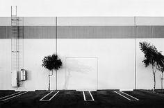 """Lewis Baltz, Objectivité. Style épuré. Nouvelle typologie urbaine liée au développement des zones périphériques d'habitations que sont les banlieues. """"Paysage document"""" réf Christine Ollier."""